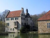 Wassergraben rund um Haus Dellwig