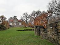 Haus Custodis in mitten der Reste der Isenburg