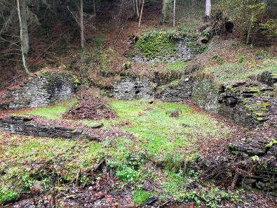 Die Reste eines früheren Pochwerks