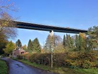 Wir nähern uns der Autobahnbrücke über das Ruhrtal