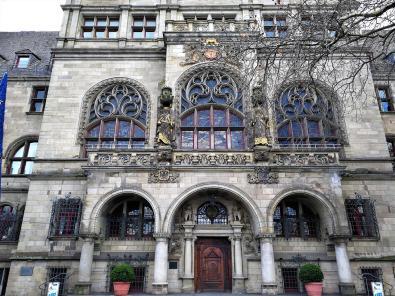 Portal des historischen Rathauses