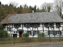 Ehemaliges Restaurant Haasenmühle kurz vor der Wupperquerung bei Gut Nesselrath - steht zum Verkauf