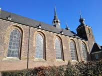 Blick zur Klosterkirche von der Gartenseite