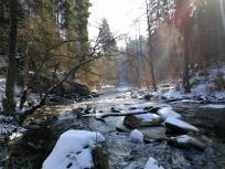 Eis und Schnee am Fluss