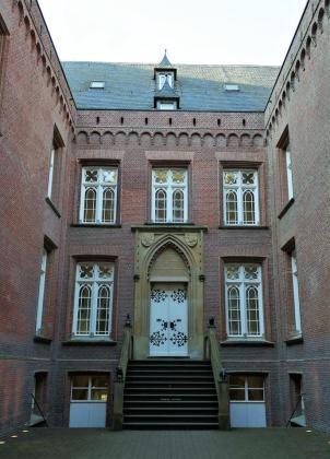 Innenhof des Schlosses mit Eingang zum Musuem