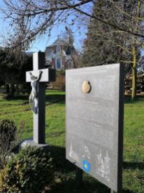 Pilgerkreuz am Jacobus-Weg am Kloster Mörmter