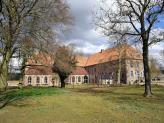Die alte Klosterkirche mit Kreuzgang