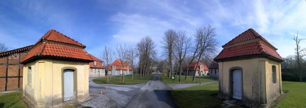 Panoramabild von der Zufahrt zur Anlage