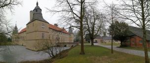 Panoramabild von Osten auf Burg und Vorburg
