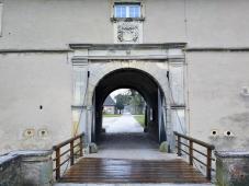 Portal der Vorburg mit Wappen