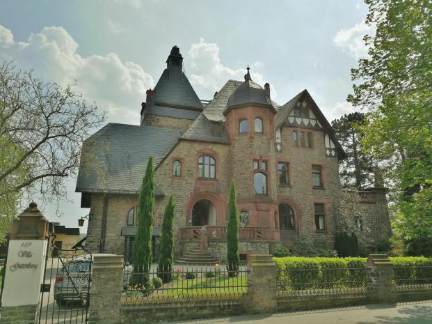 Weingut-Villa zwischen Geisenheim und Winkel