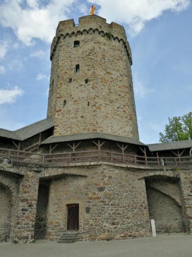 Der Hexenturm als Teil der alten Stadtmauer