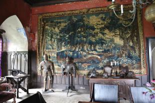 Der Rittersaaal mit einem echten Gobelin (Foto Mag4music   http://commons.wikimedia.org   Lizenz: CC BY-SA 3.0 DE)