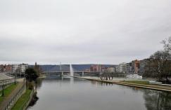 Blick vom Parc de la Boverie zur Brücke Pont de Fragnee