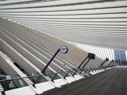 Zugang zu den verschiedenen Gleisen im Obergeschoss