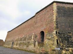 Dicke Festungsmauern. Typisch für die Festungsarchitektur im 17. Jahrhundert.