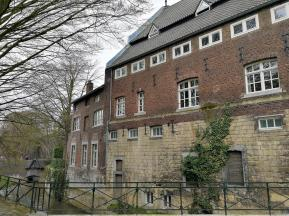 Das alte Pesthaus unmittelbar vor der Stadtmauer