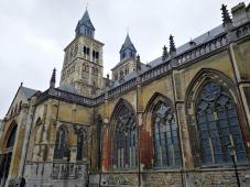 Seitenansicht der Sankt-Servatius-Basilika (Sint Servaasbasiliek)