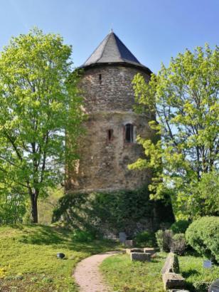 Alexanderturm an der Sektkellerei Kupferberg