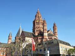 Der Hohe Dom St. Martin zu Mainz, Ansicht von Nordwest auf den Chor
