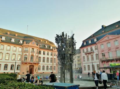 Der Fastnachtsbrunnen von 1967 am Schillerplatz