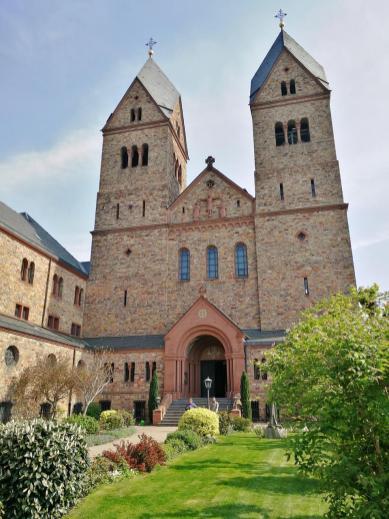 Abteikirche von St.Hildegard, Frontansicht