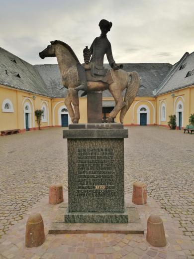 """Denkmal für den sogenannten """"Spätlesereiter"""""""