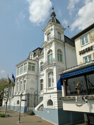 Prächtige Villa an der Rrheinstraße