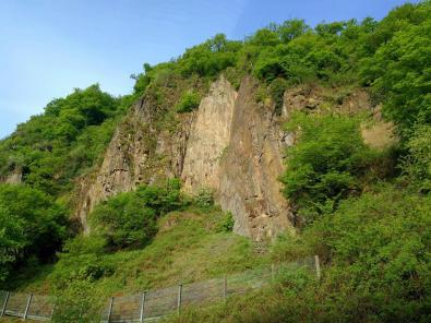 Felswand nahe des Einstiegs zur Klamm