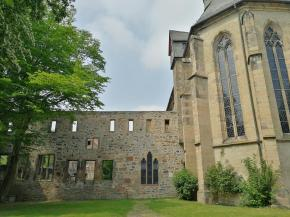 Ruine des Augustiner-Klosters neben der Dreifaltigkeitskirche