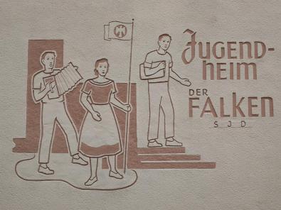 """Wandbemalung an einem Gebäude der SPD Jugendorganisation """"Die Falken""""- sieht irgendwie sozialistisch aus, finde ich"""
