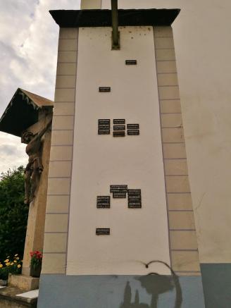 Hochwassermarken an der Burg Der absolute Höchststand wurde 1784 gemessen.