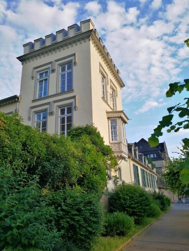 Prächtige Bauten aus der Gründerzeit säumen die Uferpromenade