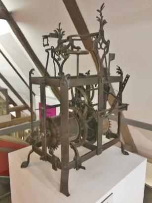 Historische mechanische Kirchturmuhr aus dem 17. Jahrhundert