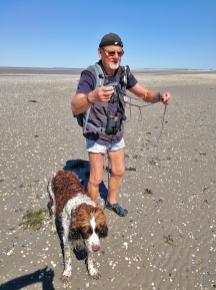 Wolfgang zeigt mir unterwegs die Fauna und Flora des Wattenmeers