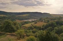 Blick von der Burgruine zum Kronenburger See