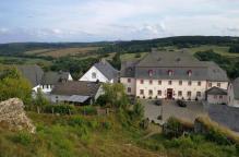 Im ehemaligen Burghaus unterhalb der Burg ist heute ein Luxus-Hotel untergebracht