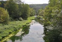 An der kleinen Siedlung Merkeshausen überqueren wir die Prüm