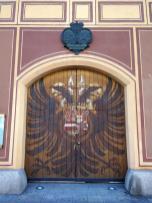 Fugger-Wappen auf einem Tor an der Fugger-Priovatbank