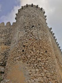 Mächtige Festungsmauern fassten einst das gesamte Hochplateau ein