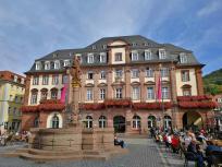 Rathaus Heidelberg mit Herkulesbrunnen