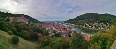 Blick hinter auf die Alstadt mit der Alten Brücke