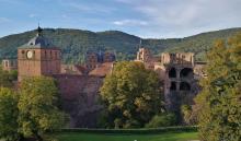 Ansicht des Schlosses von Süden vom Schloss-Wolfsbrunnenweg aus