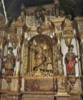 Seitenaltar mit Heiligenfiguren