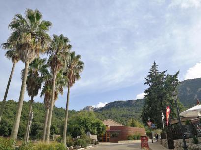 Besucherzentrum außerhalb des Klosters