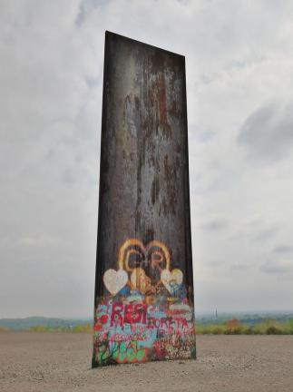 Monument auf der Spitze der Schurenbachhalde