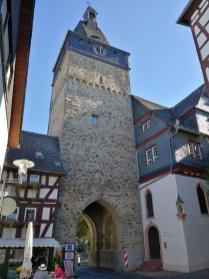 Der Obertorturm vom Marktplatz aus gesehen