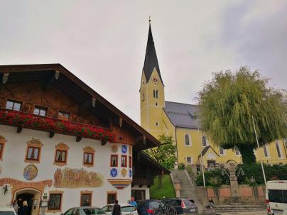 Die Pfarrkirche in Bernau am Chiemsee