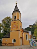 Hübsche kleine Kapelle am Kriegerdenkmal