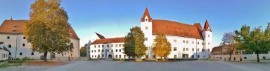 Panoramaaufnahme vom Schlosshof